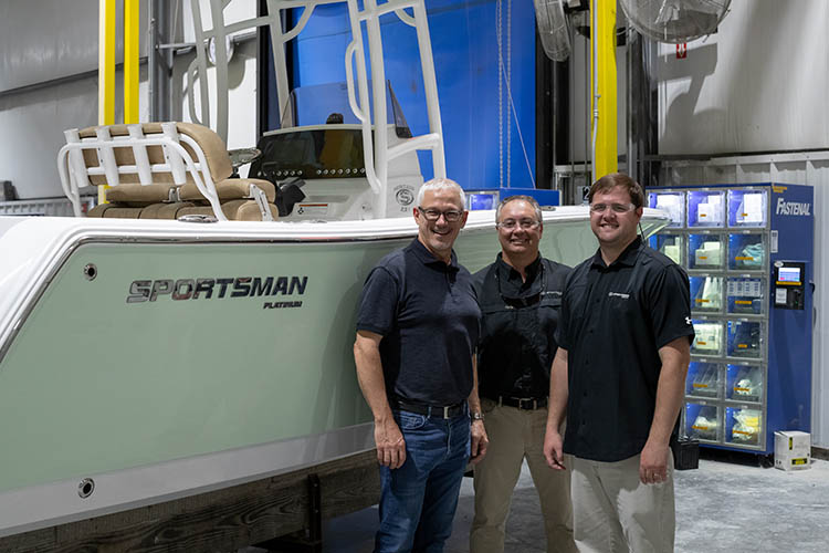 Cover image for the post NMMA President Visits Sportsman Boats
