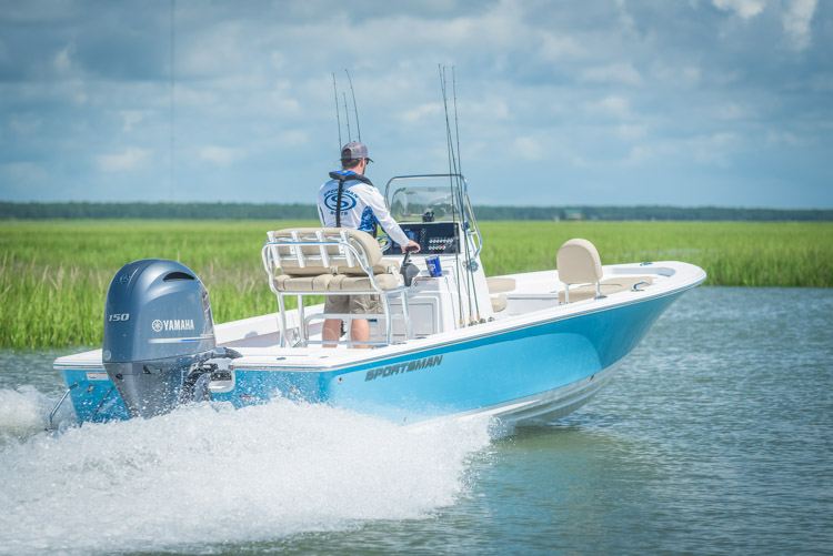 2018 Sportsman Masters 207 Center Console Bay Boat