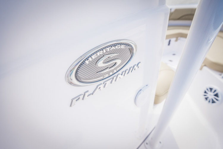 2018 Sportsman Heritage 211 Center Console Boat