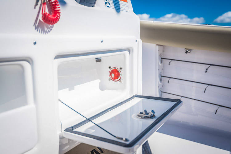 2018 Sportsman Heritage 231 Center Console Boat