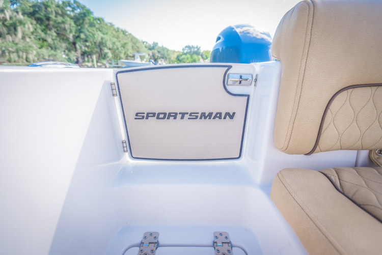 2018 Sportsman Heritage 251 Center Console Boat