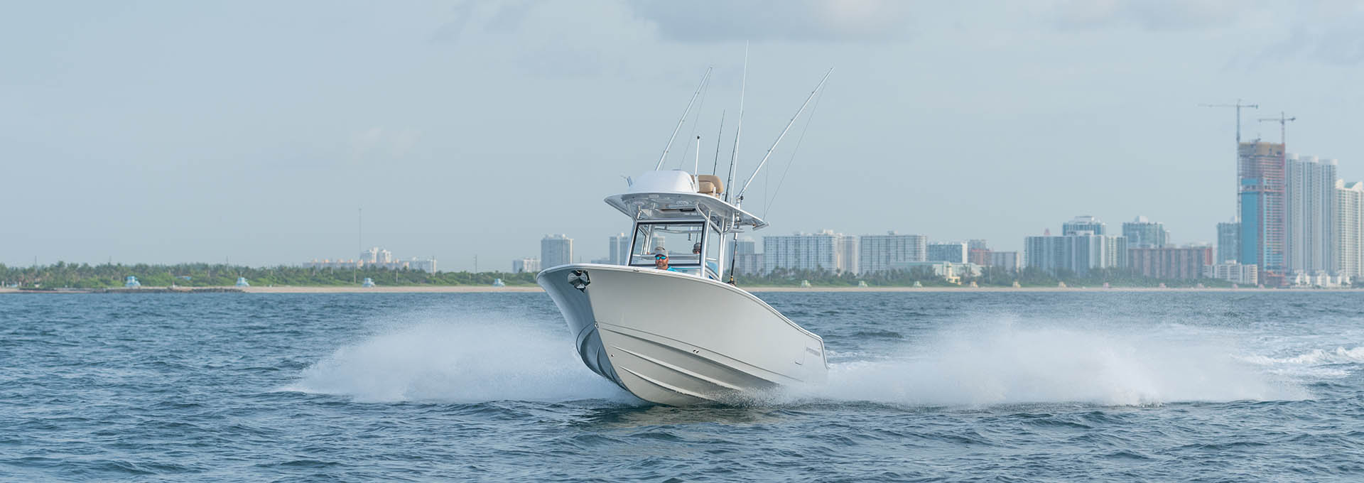 Slide show of images of the Open 252 Center Console. This is image number 2.