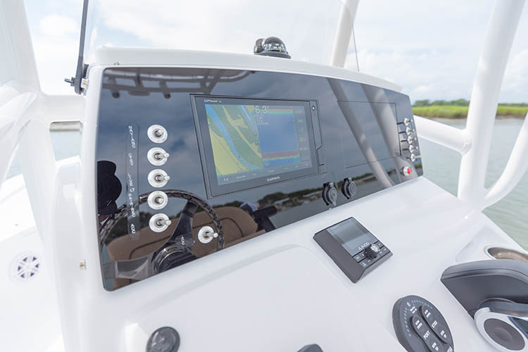 Detail image of Garmin ECHOMAP® Plus 64cv MFD 6""