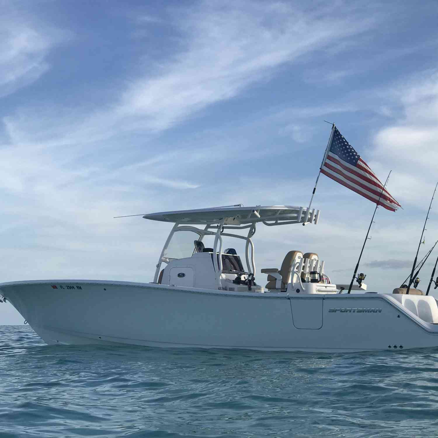 Title: Hanging out in Key Largo - On board their Sportsman Open 312 Center Console - Location: Key Largo, Florida. Participating in the Photo Contest #SportsmanAugust2018
